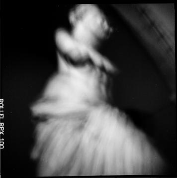 Fotografia de Ana Marta, realizada com uma TOSCA construída no workshop de fotografia estenopeica, novembro de 2015 (mês da fotografia- Barreiro).