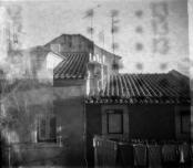 Fotografia de Rute del Negro, realizada com uma TOSCA construída na Oficina de fotografia estenopeica, setembro de 2014 e revelada em março de 2016.